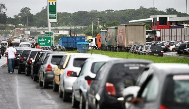 Dia Nacional de Respeito ao Contribuinte terá gasolina vendida a R$ 1,41 no Posto da Gameleira - Foto: Raul Spinassé | Ag. A TARDE