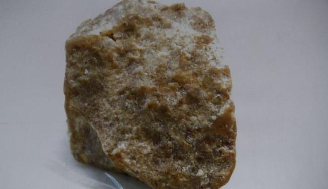O crack é produzido a partir da mistura da pasta de cocaína, bicarbonato de sódio e água - Foto: Joá Souza| Ag. A TARDE