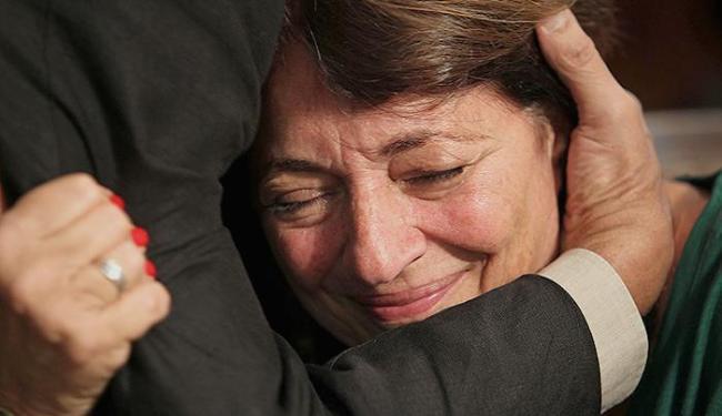 A historiadora Dulce Pandolphi emociona-se na Assembleia do Rio de Janeiro - Foto: Wilton Junior l Agência Estado