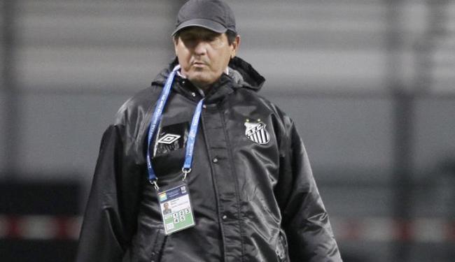 O técnico Muricy Ramalho precisa mostrar que existe vida no Santos sem Neymar, vendido ao Barça - Foto: Shizuo Kambayashi / Agência AP