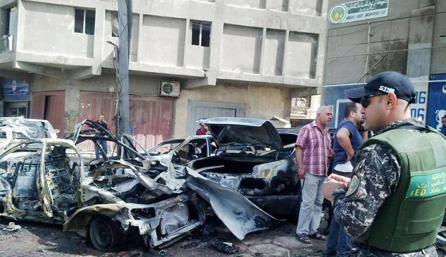 Em uma das explosões, um carro-bomba matou 12 pessoas - Foto: Agência Reuters