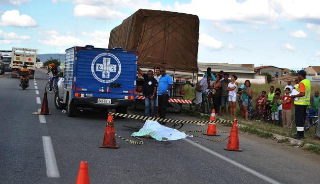 Lavrador andava de bicicleta e foi atropelado por uma carreta - Foto: Blog do Anderson