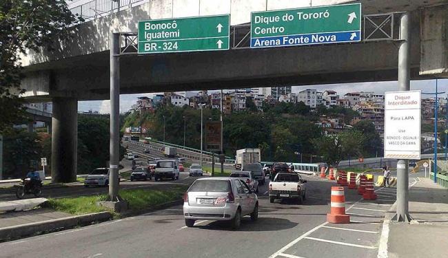 Trânsito foi regularizado na Avenida Bonocô após acidente na manhã desta sexta - Foto: Edilson Lima | Ag. A TARDE