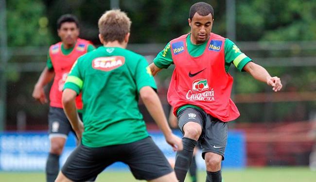 Lucas (foto), do PSG, deve formar o meio campo da Seleção com Oscar, Fernando e Paulinho - Foto: Wander Roberto/VIPCOMM