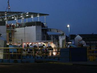 Ferry tem embarque intenso de passageiros, mas sem filas de espera para pedestres - Foto: Fernando Amorim   Ag. A TARDE
