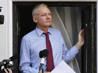 Assange está refugiado na embaixada do Equador em Londres desde 19 de junho de 2012 - Foto: Chris Helgren | Agência Reuters