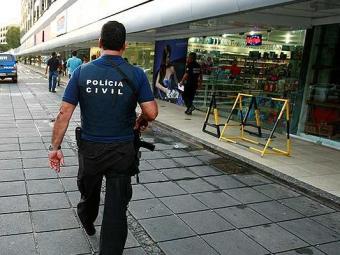 Polícia Civil no local onde a aposentada foi morta - Foto: Fernando Vivas | Ag. A TARDE