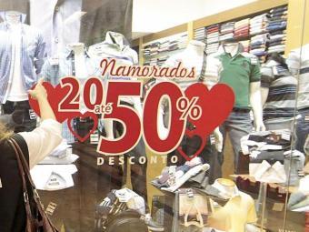 Lojas associam descontos ao Dia dos Namorados - Foto: Eduardo Martins | Ag. A TARDE