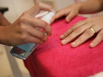 Deixas as unhas sem esmalte de vez em quando ajuda a visualizar alterações - Foto: Erik Salles | Ag. A TARDE