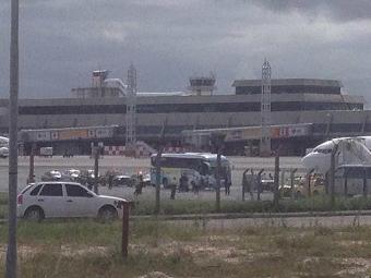 Nigerianos seguiram para hotel escoltados por batedores da PM - Foto: Lucas Cunha | Ag. A TARDE