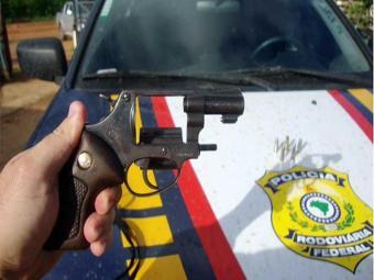 Um dos adolescentes estava com um revólver calibre 38 - Foto: Divulgação | PRF