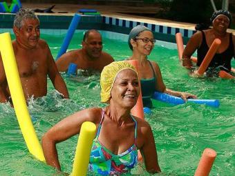 Atividades na água favorecem tônus muscular e equilíbrio - Foto: Agência A TARDE