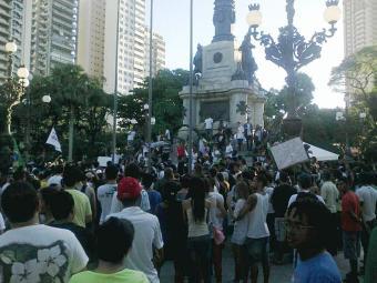 Manifestantes juntam-se ao pé do caboclo no Campo Grande, na quinta, 20 - Foto: Teo Henrique | Ag. A TARDE