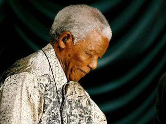Nelson Mandela continua internado - Foto: Kim Ludbrook | Ag. EFE