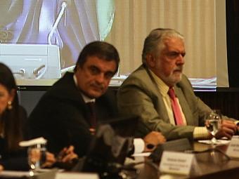 Wagner (D) diz que está aberto ao diálogo com os representantes do movimento - Foto: Fabio Rodrigues Pozzebom l Ag. Brasil