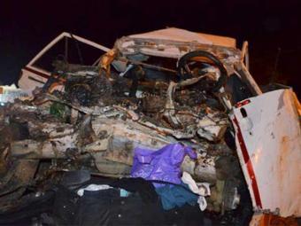 Carro da família ficou totalmente destruído após choque com carreta - Foto: Reprodução | Portal Poções