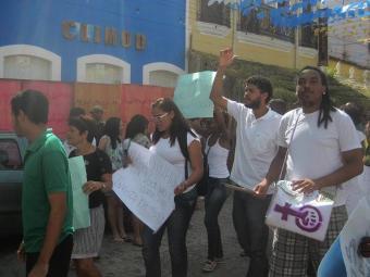 Grupo de estudantes vai às ruas em Cachoeira - Foto: Alzira Costa | Reprodução/Facebook
