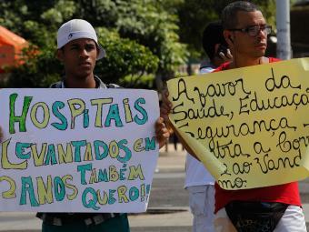 Manifestantes querem melhorias em hospitais, educação e segurança - Foto: Lúcio Távora | Ag. A TARDE