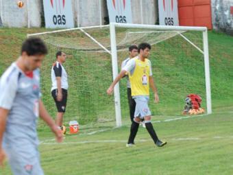 Com Dinei ainda a aprimorar forma física, Giancarlo ganha oportunidade e se destaca em coletivo - Foto: Esporte Clube Vitória | Divulgação
