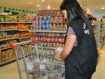 Fiscais também encontraram produtos vencidos - Foto: Divulgação | Procon