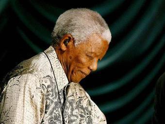 Nelson Mandela continua internado por conta de uma grave infecção pulmonar - Foto: Kim Ludbrook   Ag. EFE