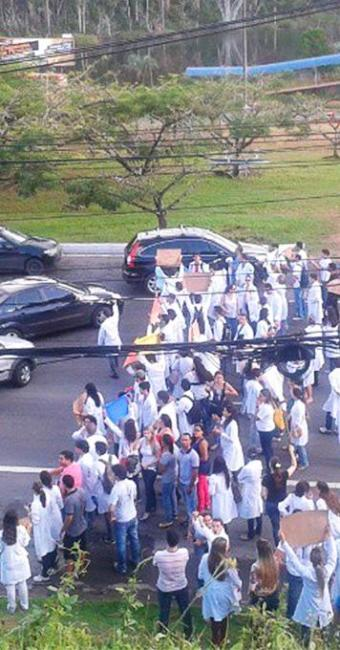 A manifestação é por causa da falta de pagamento dos professores, diz estudantes - Foto: Reprodução | Instagram
