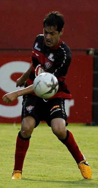 Cáceres jogará como meia e desempenhará função de Renato Cajá, desfalque contra o Grêmio - Foto: Eduardo Martins   Ag. A TARDE