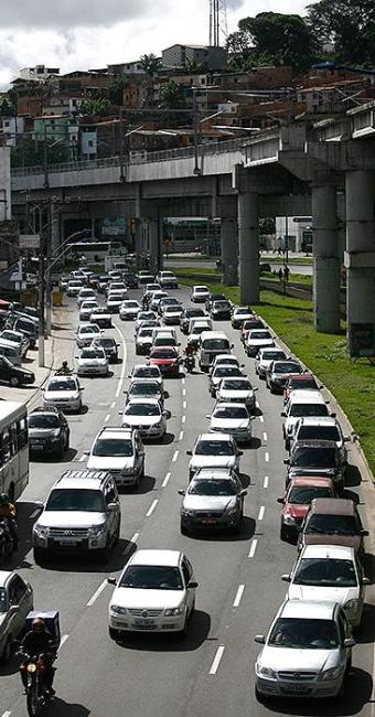 Avenida Bonocô sofreu reflexos da interdição no Dique - Foto: Raul Spinassé   Ag. A TARDE