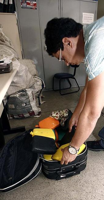 Drogas estavam escondidas em uma mala de viagem - Foto: Luiz Tito | Ag. A TARDE