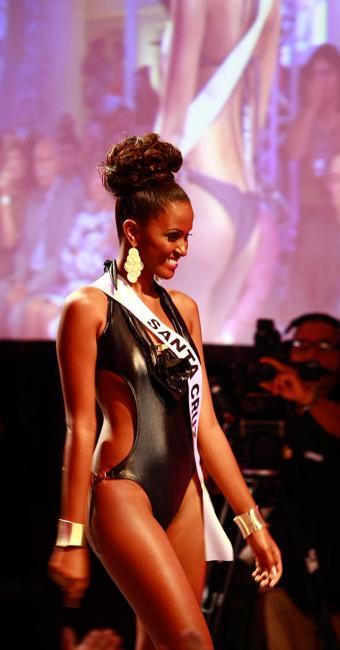 Priscila Cidreira, a estudante de psicologia que foi eleita Miss Bahia 2013, durante o desfile - Foto: Fernando Vivas | Ag. A TARDE