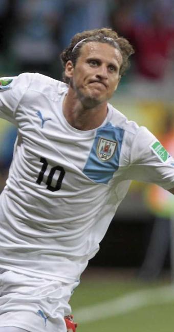Forlán faz um golaço no segundo tempo e decide o jogo em favor do Uruguai na Arena Fonte Nova - Foto: Eduardo Martins | Ag. A TARDE