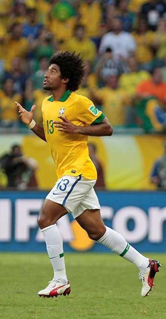 Baiano Dante entrou no lugar de David Luiz e marcou o primeiro no jogo em sua terra natal - Foto: Eduardo Martins | Ag. A TARDE
