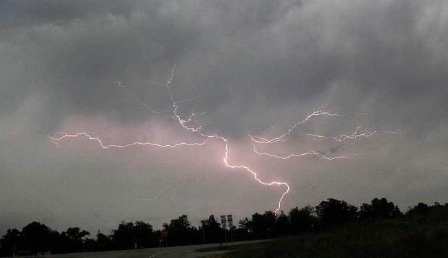 Horas antes dos tornados, os serviços meteorológicos deram o alerta no estado - Foto: Agência Reuters