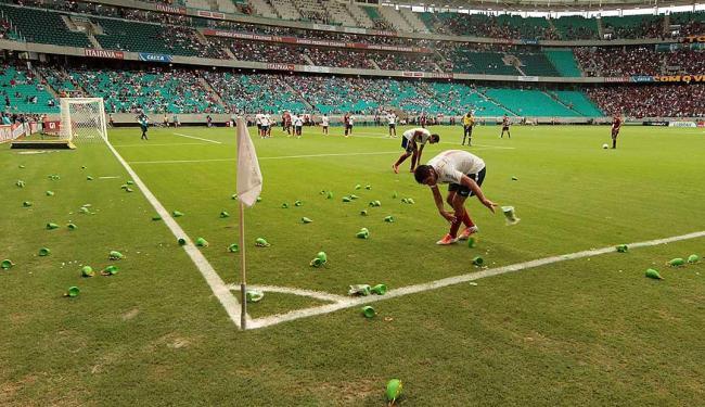 Instrumento foi arremessado ao campo durante Ba x Vi - Foto: Eduardo Martins | Ag. A TARDE