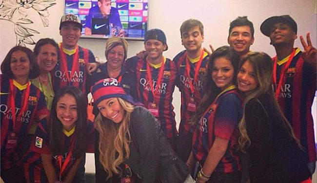 Irmã de Neymar, Bruna Marquezine e amigos acompanham apresentação do jogador no time espanhol - Foto: Instagram   Reprodução