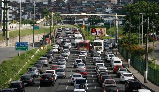 BR-324, Acesso Norte e Avenida Tancredo Neves também tiveram complicações - Foto: Raul Spinassé   Ag. A TARDE