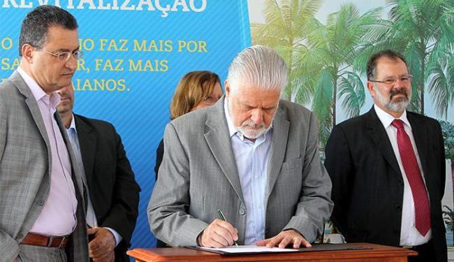 Wagner assina a ordem de serviço em solenidade no Jardim dos Namorados - Foto: Manu Dias l GOVBA