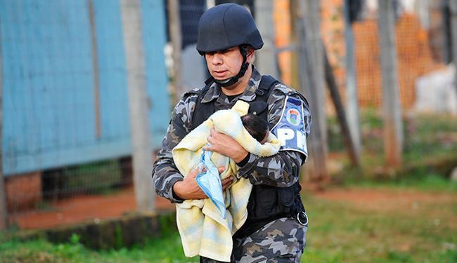 O bebê foi deixado na varanda da casa para ser entregue aos pais dele - Foto: Lívia Stumpf   Agência Estado