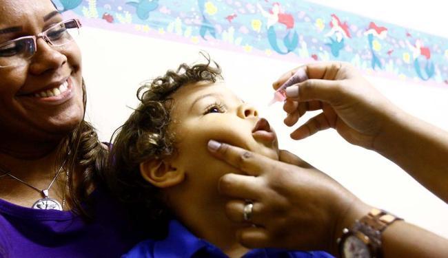 Pais e responsáveis devem procurar as unidades de saúde para as crianças receberem a vacina - Foto: Fernando Vivas   Ag. A TARDE