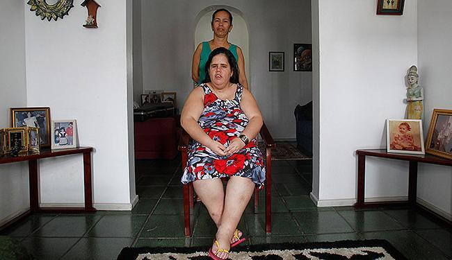 Renata (à frente), moradora de Nazaré, tem saúde frágil - Foto: Lúcio Távora | Ag. A TARDE