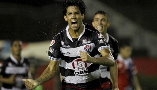 Zagueiro estreou no time profissional do Vitória aos 18 anos - Foto: Eduardo Martins   Ag. A Tarde