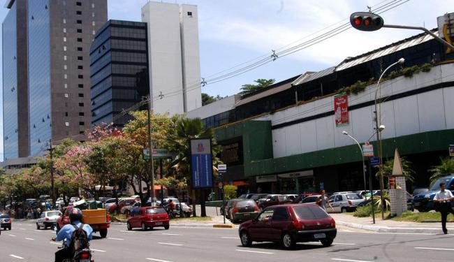 Passarela vai permitir a retirada do semáforo em frente ao Shopping Sumaré - Foto: Walter de Carvalho   Ag. A TARDE