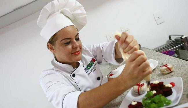 Vera Bittencourt, chef confeiteira, investe em doces personalizados - Foto: Fernando Amorim | Ag. A TARDE