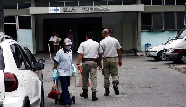 Médicos entregaram documento à direção ameaçando demissão em massa caso situação não mude - Foto: Luiz Tito | Ag. A TARDE