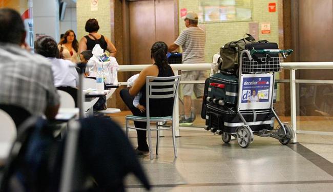 Carrinho de bagagem em uma área do aeroporto de Salvador - Foto:   Ag. A TARDE