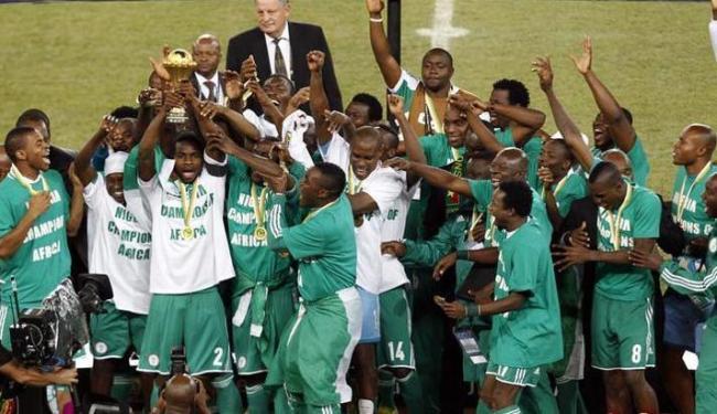 Jogadores nigerianos, atuais campeões da África, reclamam do não pagamento de premiação - Foto: Siphiwe Sibeko / Agência Reuters