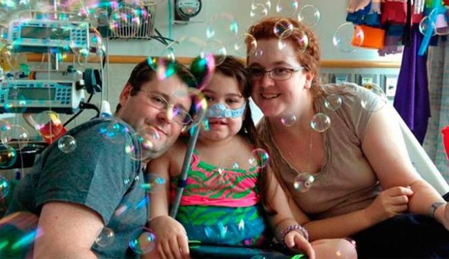 Sarah, que sofria de uma fibrose cística, conseguiu ter um pulmão adulto transplantado - Foto: Agência AP Photo