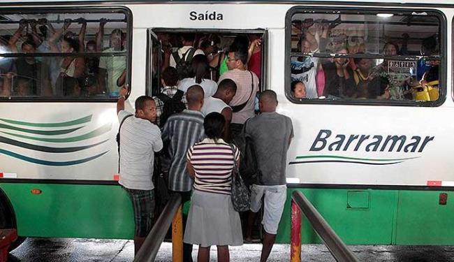 Usuários da Estação Pirajá enfrentam longas filas e ônibus lotados - Foto: Eduardo Martins | Ag. A TARDE