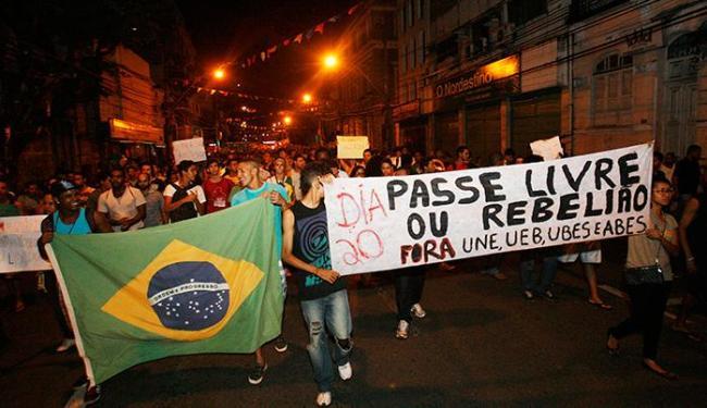 Manifestantes querem que subsídios dos três níveis de governo garantam tarifa zero - Foto: Margarida Neide   Ag. A TARDE
