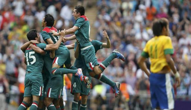 México derrotou o Brasil, com a base da atual seleção, na final olímpica de Londres - Foto: Sergio Moraes / Agência Reuters